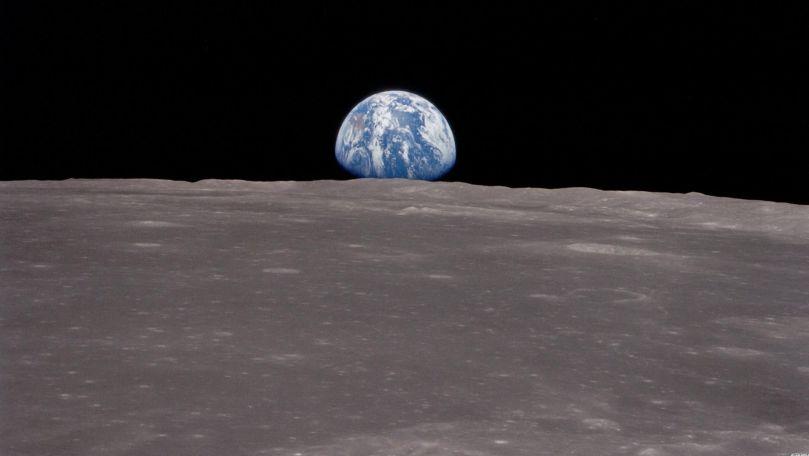 53858-earthrise